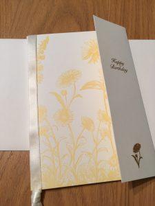母に今週送る予定のものです。落ち着いた、目上の人向けという感じですが、母には毎年違った雰囲気のカードを探して送っています。
